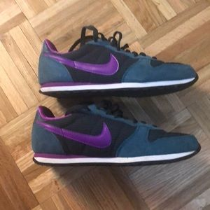 Nike Shoes - Authentic Nike athletic sneakers